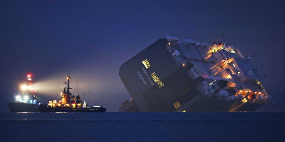 There Are 1400 Cars Inside This Grounded Ship