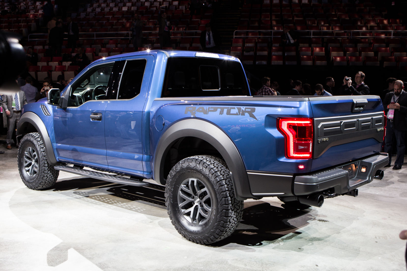 the new ford f 150 raptor brings ecoboost v6 to party. Black Bedroom Furniture Sets. Home Design Ideas