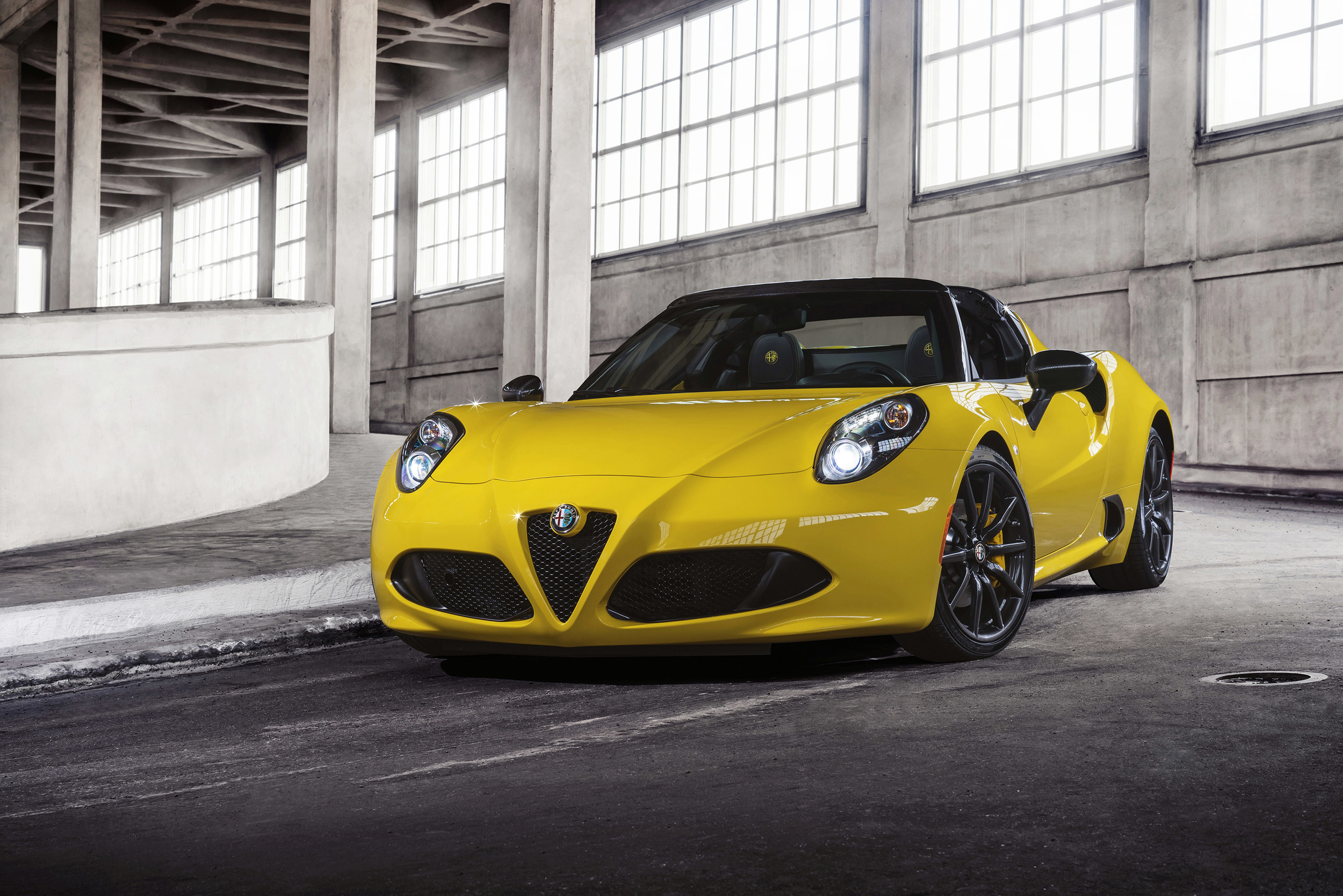 2015 alfa romeo 4c spider photo gallery. Black Bedroom Furniture Sets. Home Design Ideas