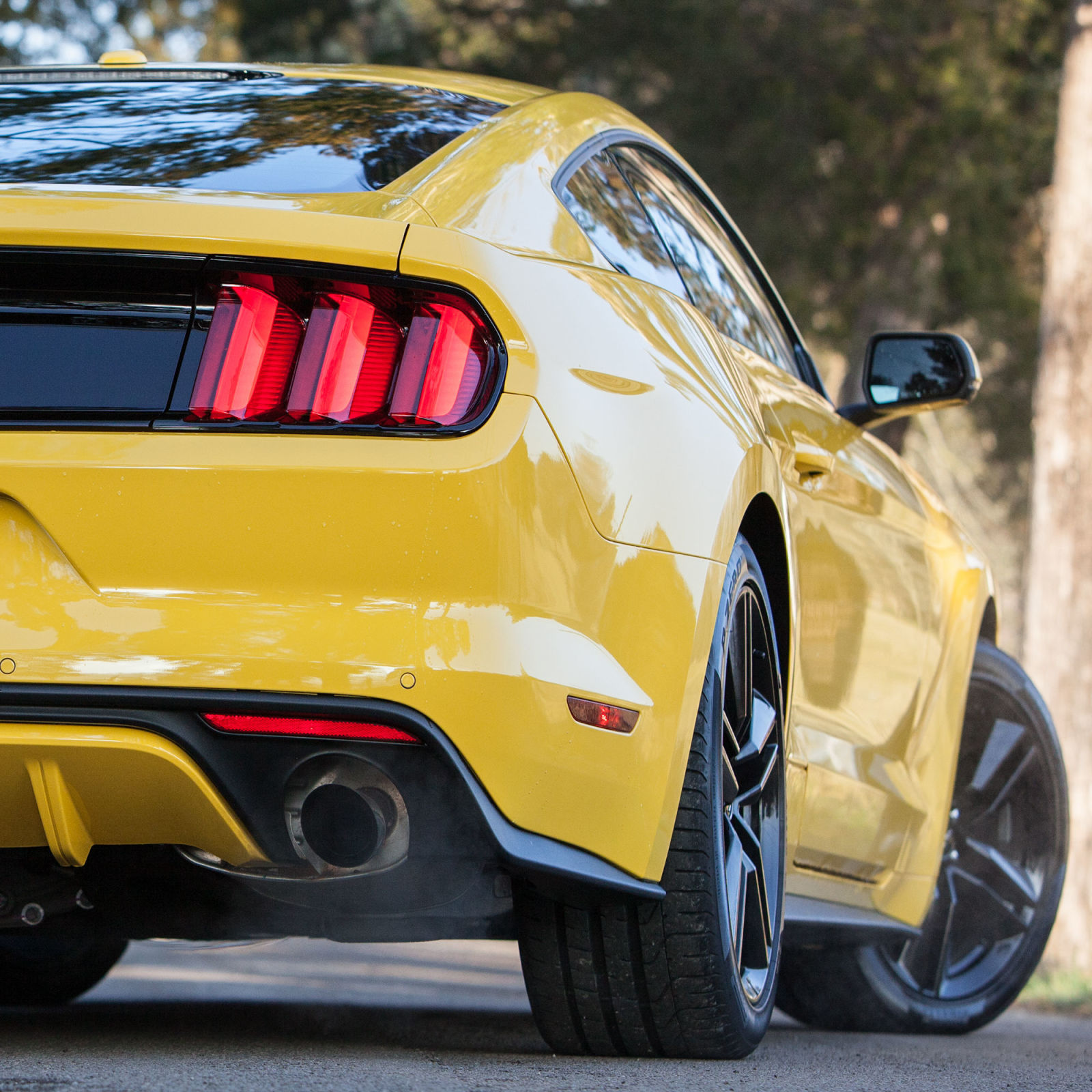 2015 ford mustang ecoboost photo gallery. Black Bedroom Furniture Sets. Home Design Ideas