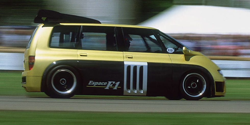 This is how you fire up the insane Renault Espace F1 van