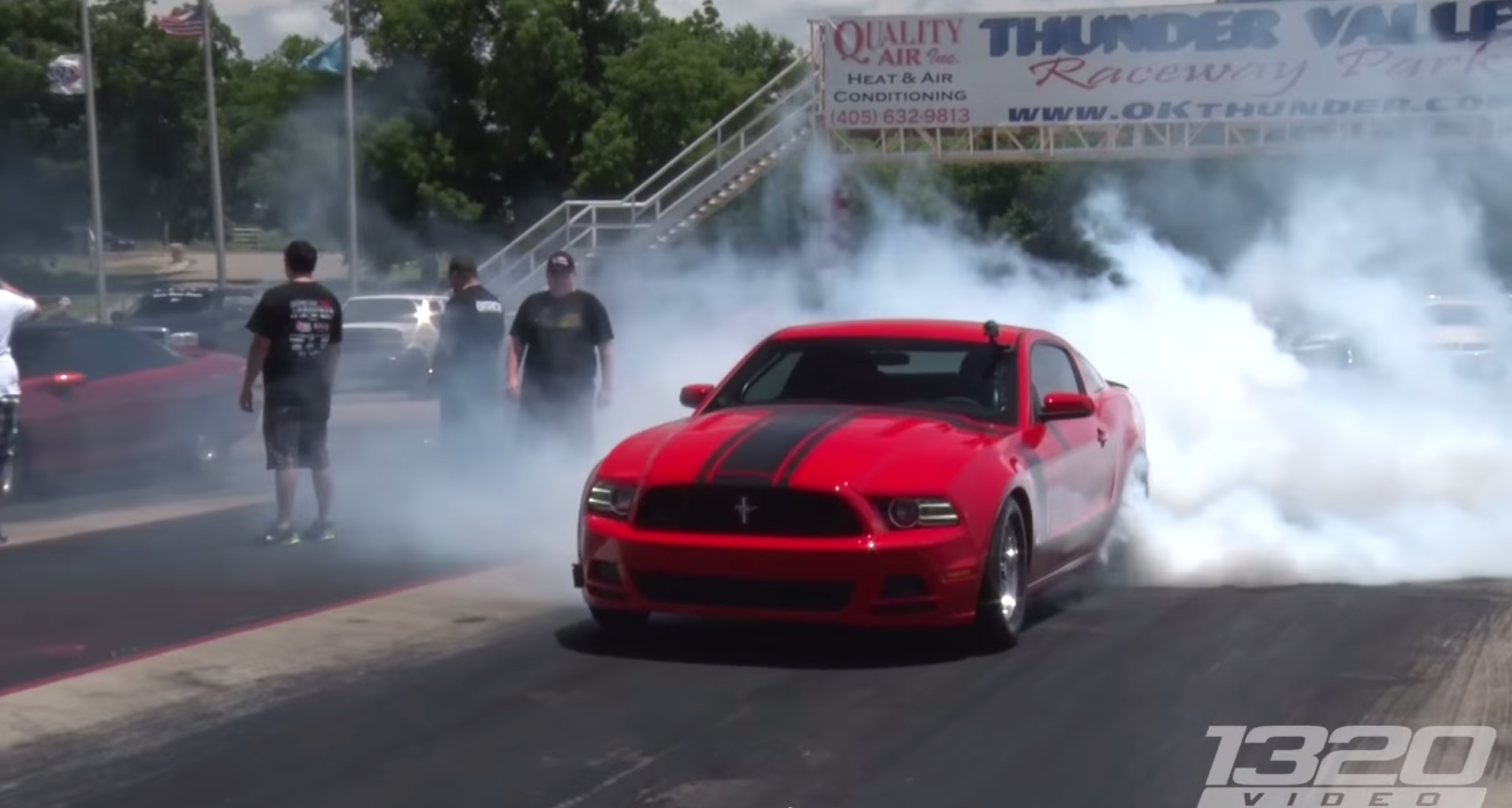 watch this 1500 hp turbo mustang destroy a gt r. Black Bedroom Furniture Sets. Home Design Ideas