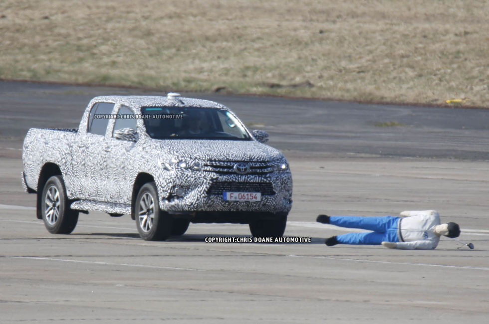 2015 - [Toyota] Hilux - Page 2 Cdauto_toyotahilux_42115_2