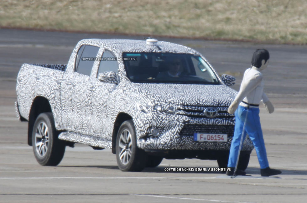 2015 - [Toyota] Hilux - Page 2 Cdauto_toyotahilux_42115_3