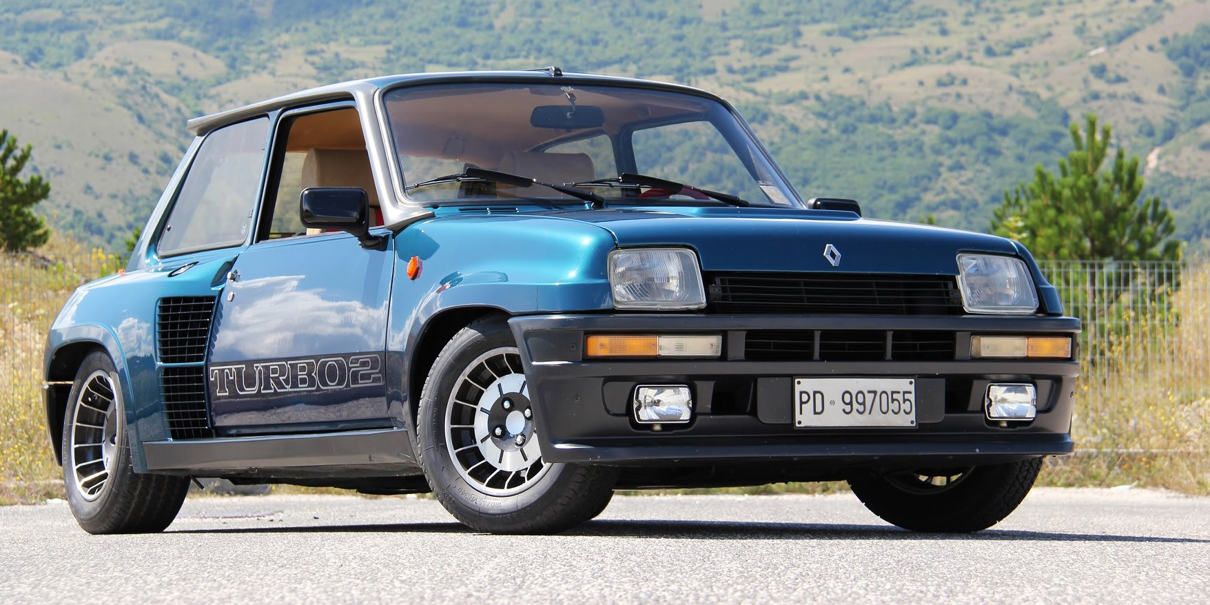 the renault 5 turbo 2 has a truly overflowing soul. Black Bedroom Furniture Sets. Home Design Ideas