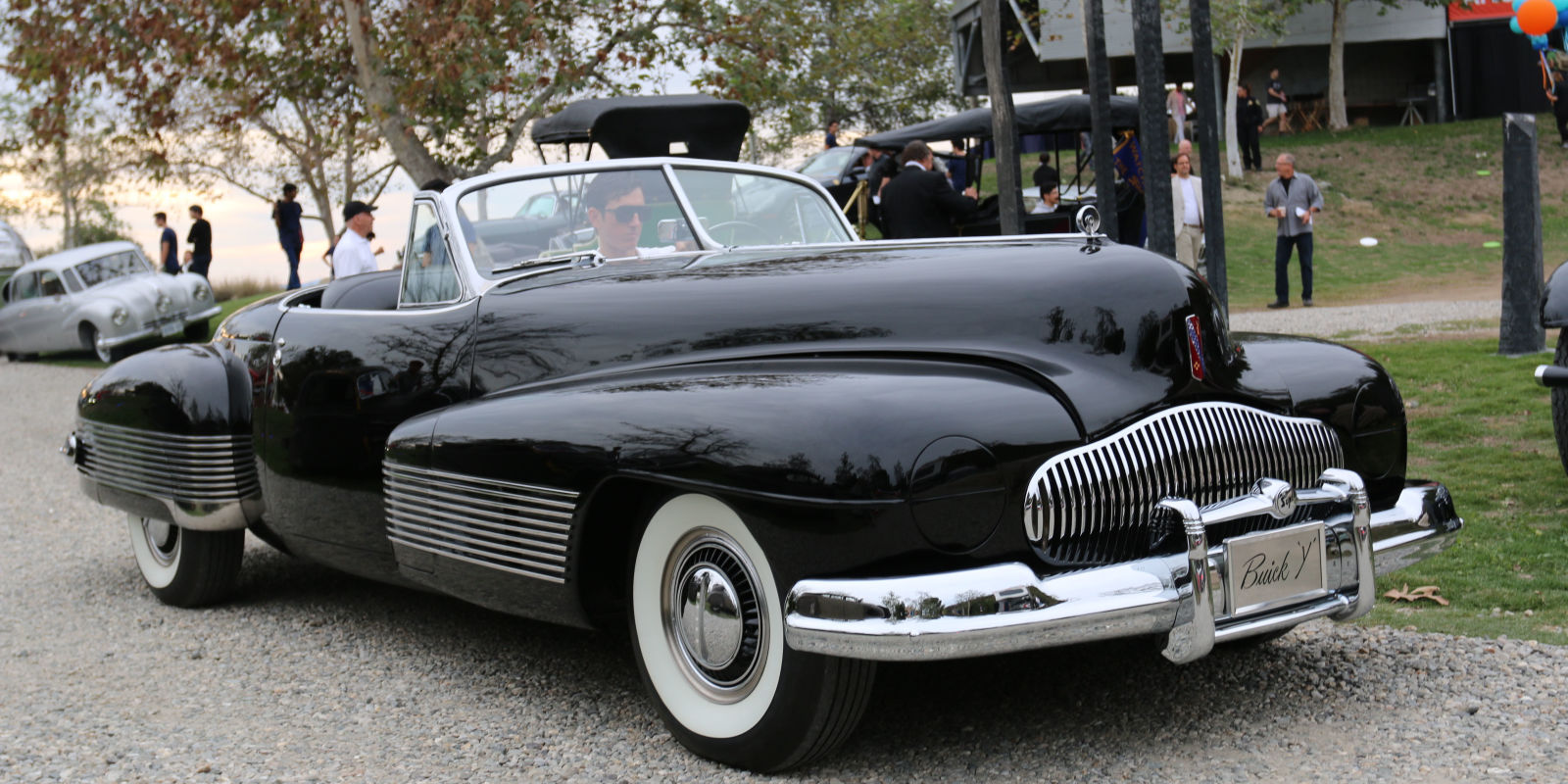 What are some differences with the safety features on a modern car and a early car?