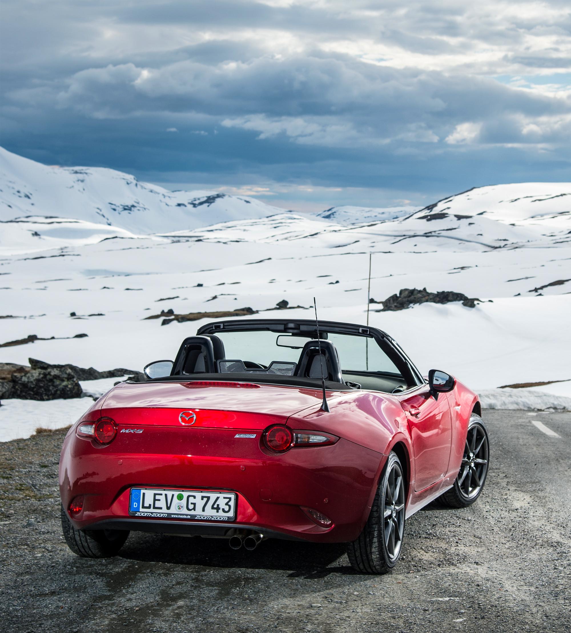 Mazda Hints At A New Retractable Hardtop MX-5 Miata