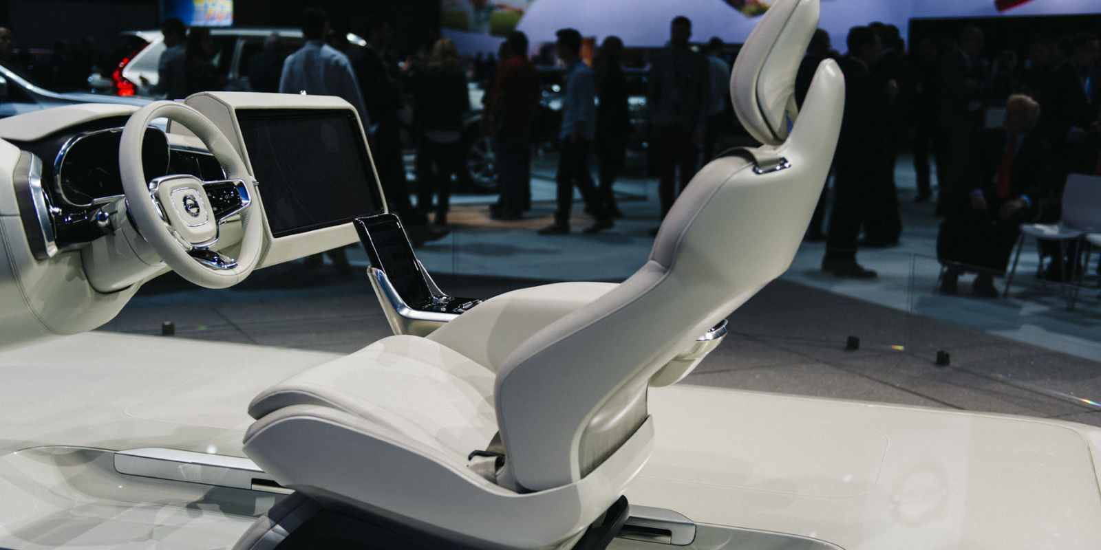 volvo concept 26 2015 la auto show. Black Bedroom Furniture Sets. Home Design Ideas