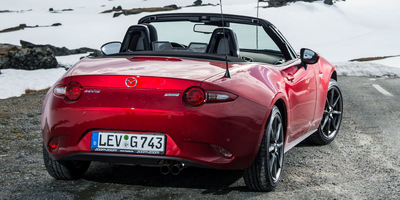 mazda hints at a new retractable hardtop mx 5 miata. Black Bedroom Furniture Sets. Home Design Ideas