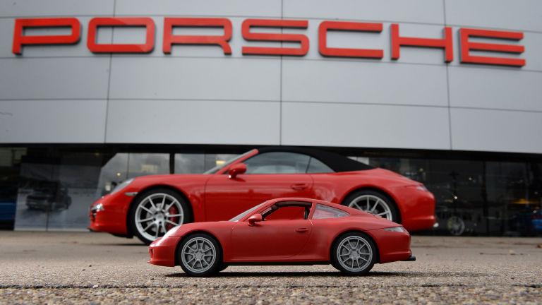 http://roa.h-cdn.co/assets/16/06/768x432/gallery-1454951785-high-911-carrera-s-playmobil-911-carrera-s-cabriolet-2015-porsche-ag.jpg