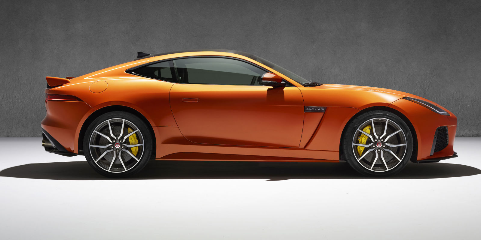 jaguar f type svr this is officially the fastest. Black Bedroom Furniture Sets. Home Design Ideas