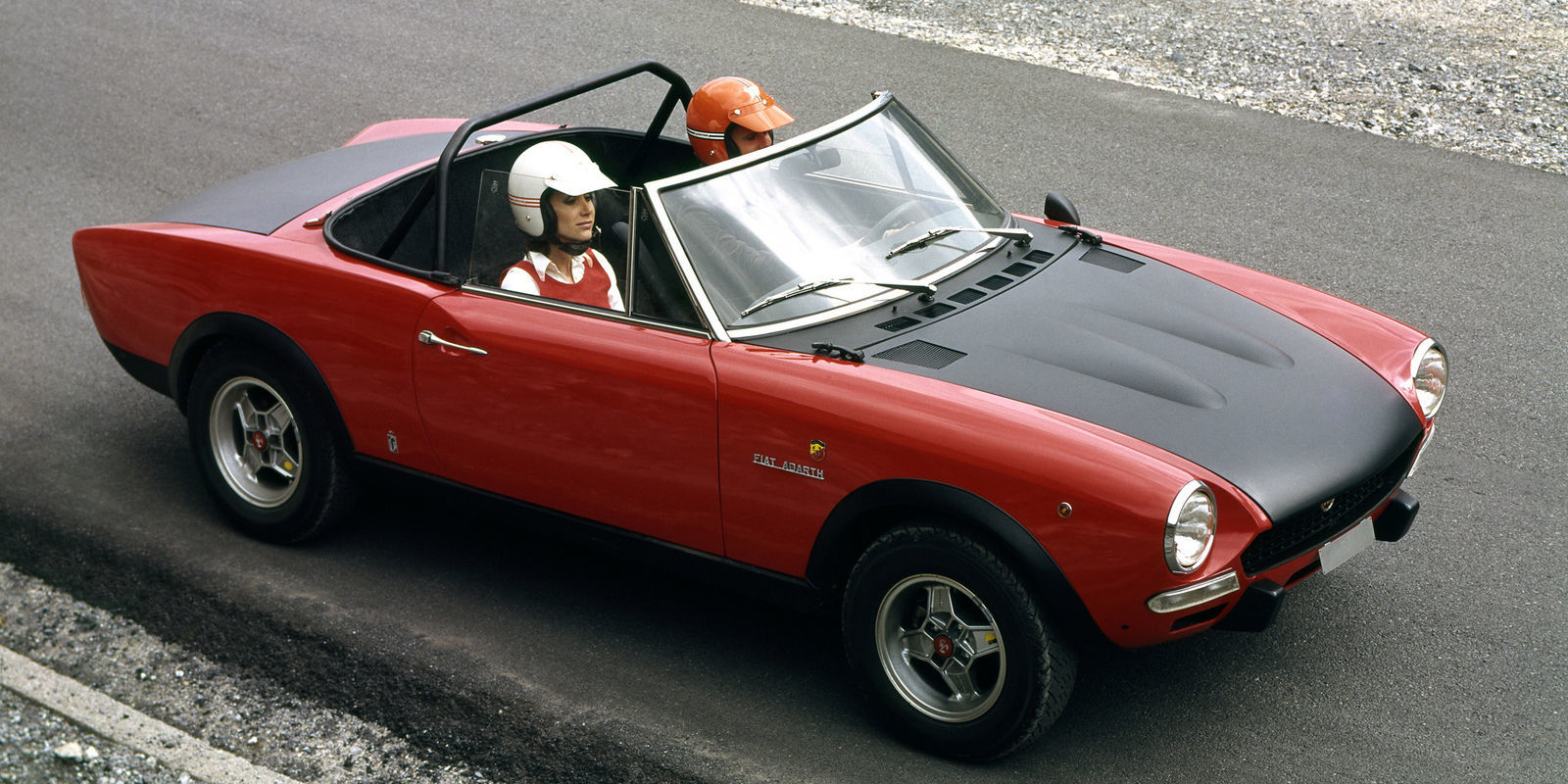 report fiat will soon debut the hot rod abarth 124 spider. Black Bedroom Furniture Sets. Home Design Ideas