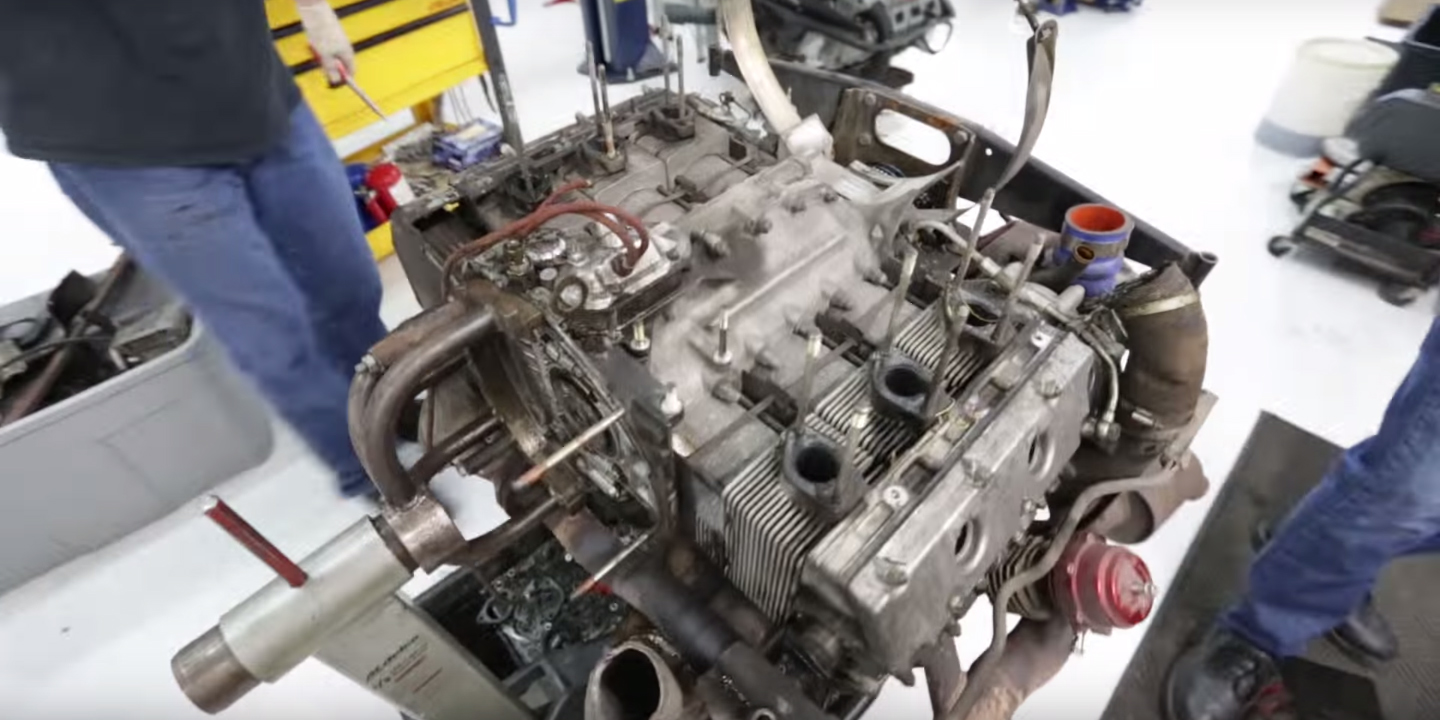 Watch an Extremely Detailed Teardown of an Air-Cooled Porsche 930 Turbo Engine
