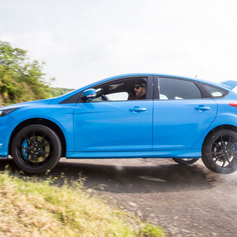 the ford focus rs has a terrible turning radius. Black Bedroom Furniture Sets. Home Design Ideas