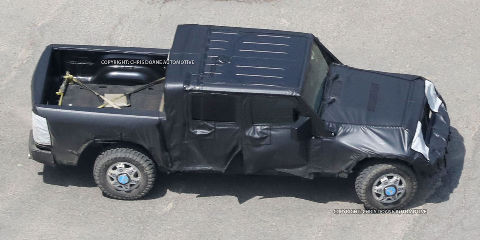 jeep wrangler pickup spy shots preview of the jeep pickup truck. Black Bedroom Furniture Sets. Home Design Ideas