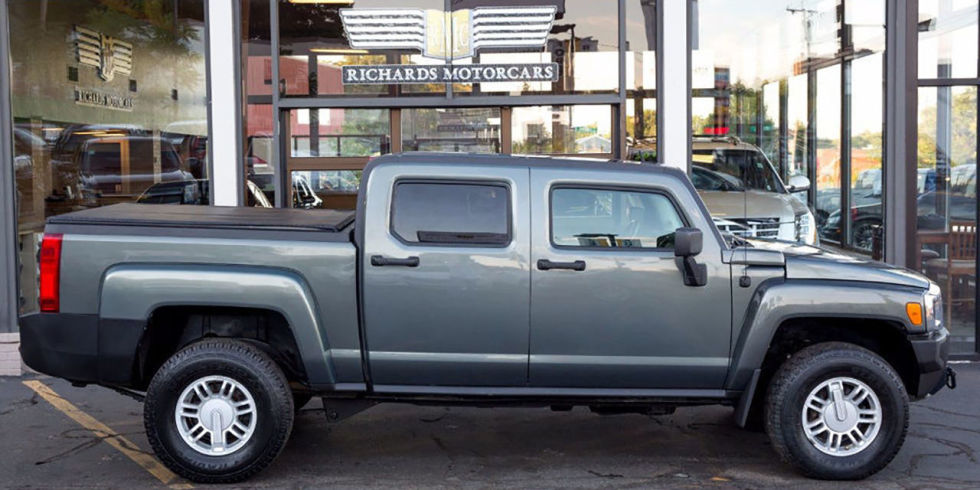 A lot of people remember that Hummer made pickup versions of the H1 and H2, but the H3T remains all but forgotten. Then again, fewer than 3000 of them were ever sold in the U.S., so that's not unexpected. If you've got your eye on this rare truck, bidding starts at $25,990.