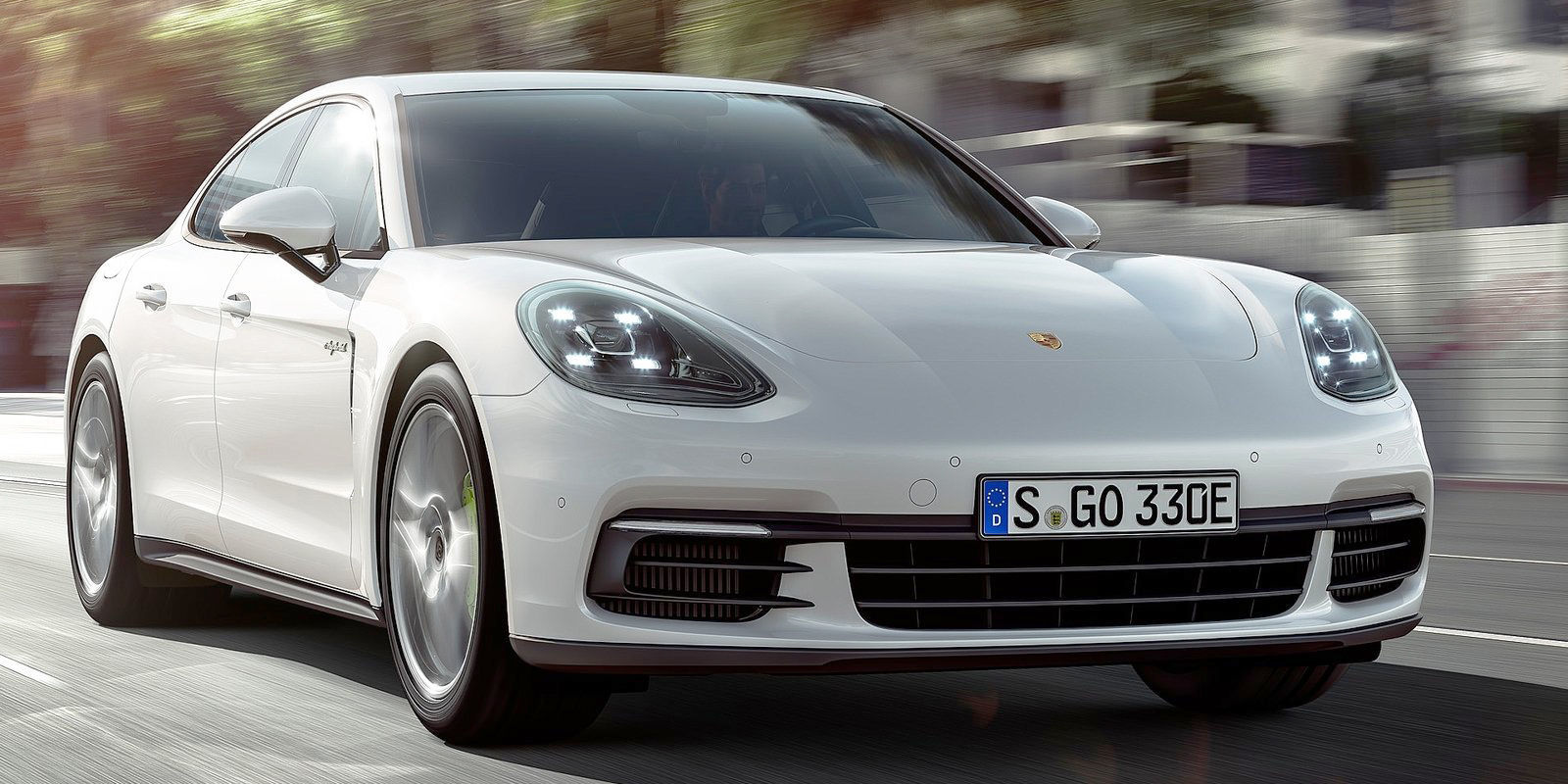 the new porsche panamera 4 e hybrid is seriously quick. Black Bedroom Furniture Sets. Home Design Ideas