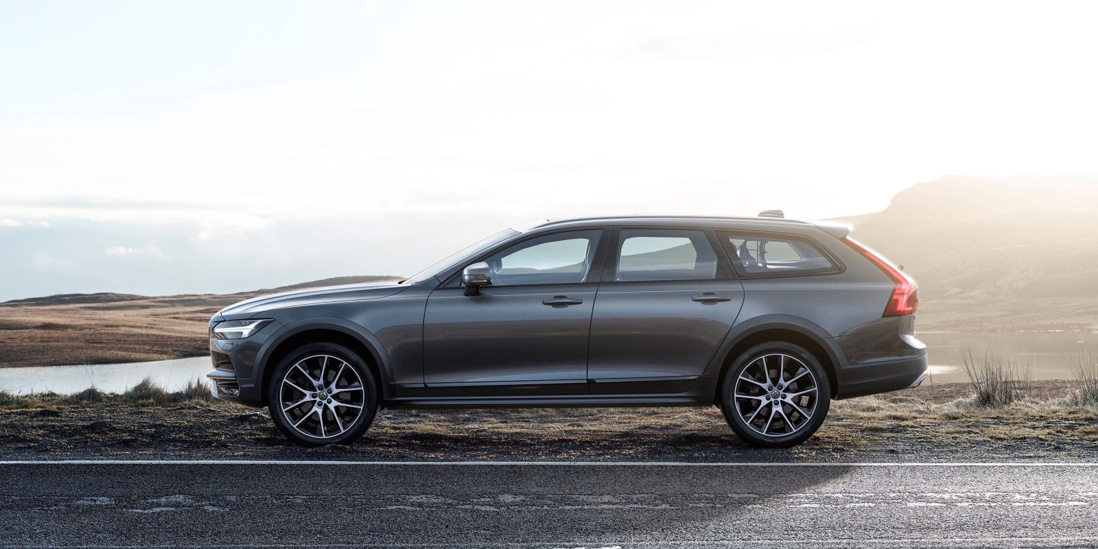 the v90 cross country is the volvo wagon americans might actually buy. Black Bedroom Furniture Sets. Home Design Ideas
