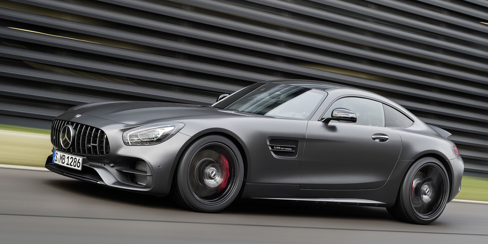 the mercedes amg gt c coupe is the perfect middle child. Black Bedroom Furniture Sets. Home Design Ideas