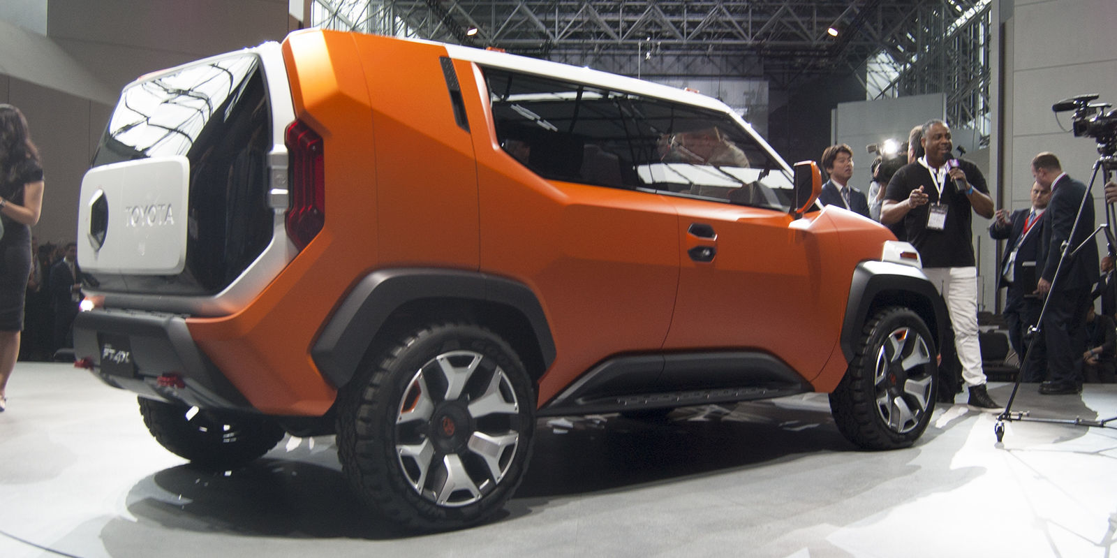 the ft 4x concept is toyota 39 s version of a jeep renegade. Black Bedroom Furniture Sets. Home Design Ideas