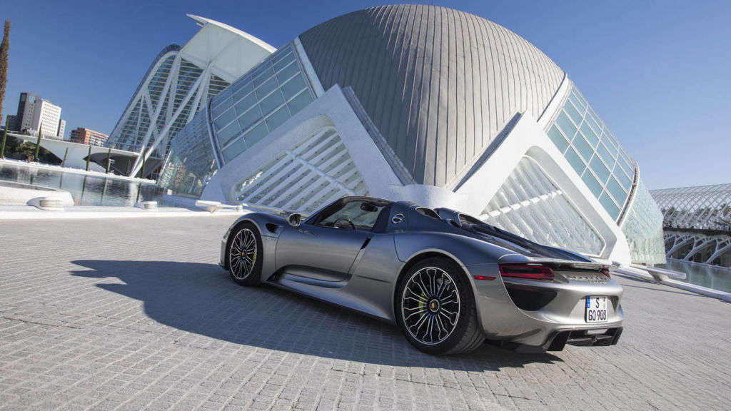 porsche 918 spyder liquid metal silver photos. Black Bedroom Furniture Sets. Home Design Ideas