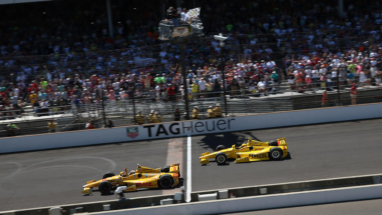 Ryan Hunter-Reay si aggiudica in volata la Indy 500 2014. roadandtrack.com