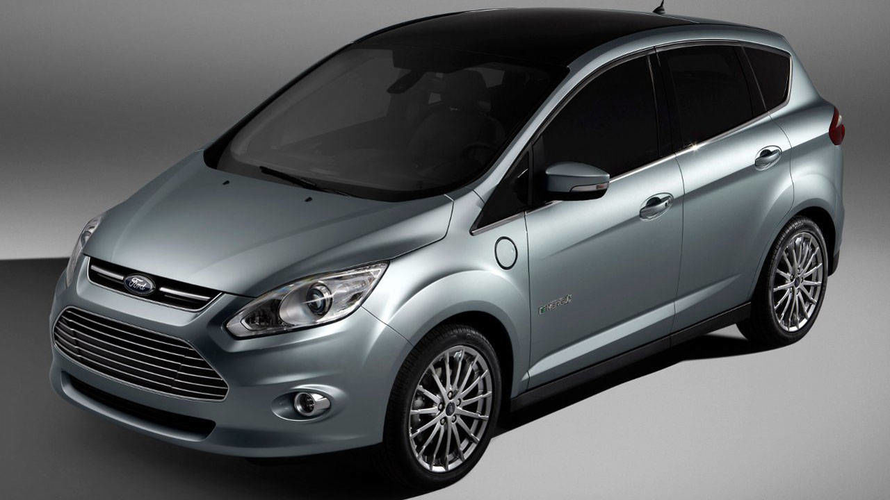 ford c max energi and toyota prius plug in hybrid duke it out. Black Bedroom Furniture Sets. Home Design Ideas