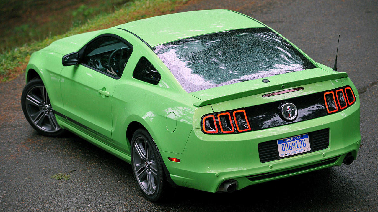 2013 ford mustang gt specs review and photos. Black Bedroom Furniture Sets. Home Design Ideas