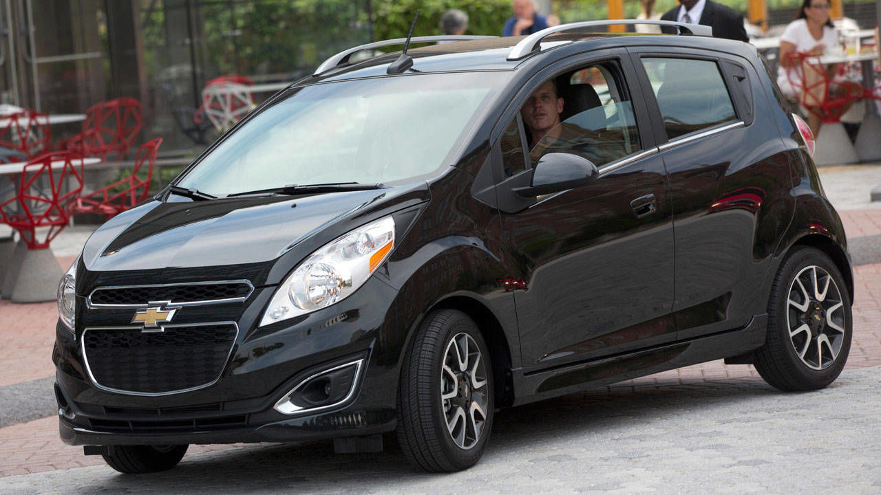 2013 chevrolet spark review price performance affordable chevy spark hatchback. Black Bedroom Furniture Sets. Home Design Ideas