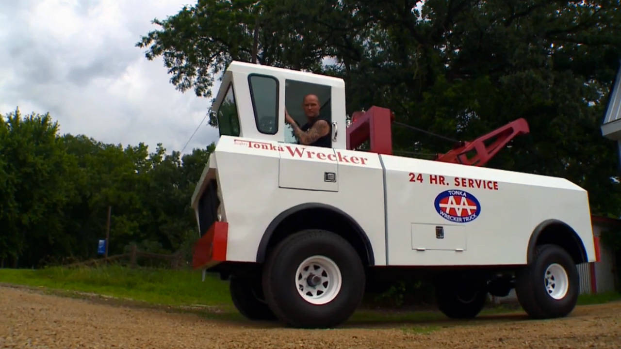 Man Builds Life-size Tonka - Toy Inspires Giant Tow Truck
