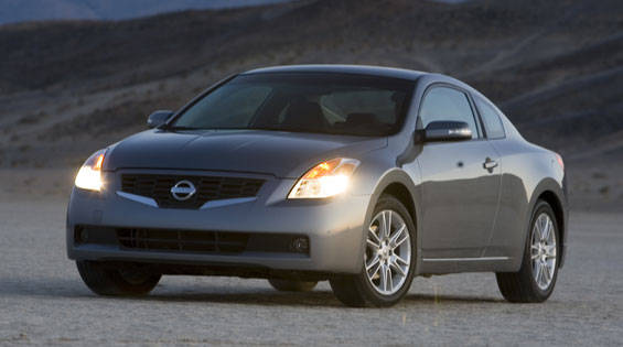 road test of the 2008 nissan altima 3 5 se coupe full authoritative test of the 2008 nissan. Black Bedroom Furniture Sets. Home Design Ideas