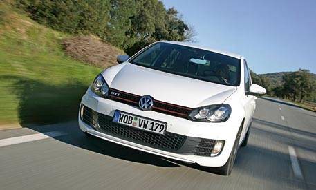 review of the new 2010 volkswagen golf gti full new car details. Black Bedroom Furniture Sets. Home Design Ideas