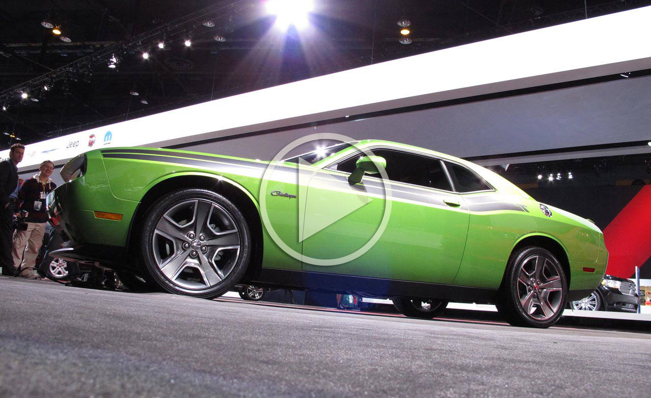 2011 dodge challenger r t classic video 2011 chicago auto show. Black Bedroom Furniture Sets. Home Design Ideas
