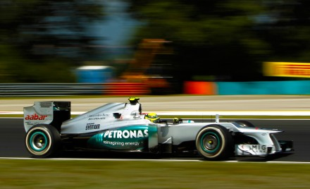 Mercedes benz now owns its formula one team for Who owns mercedes benz now
