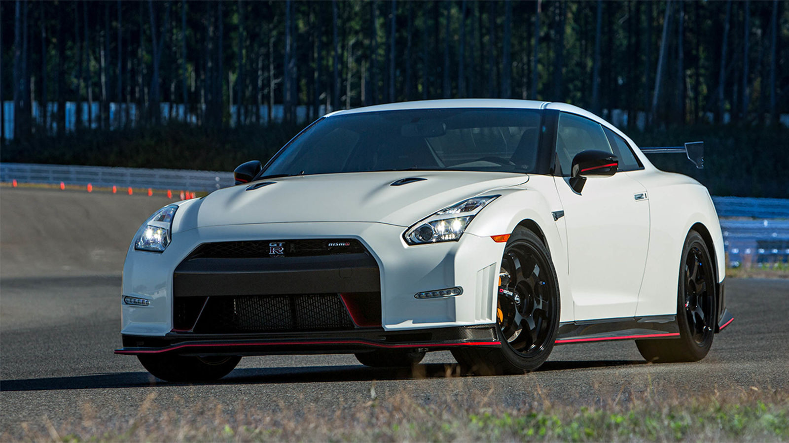 2015 nissan gt r nismo first drive photos. Black Bedroom Furniture Sets. Home Design Ideas