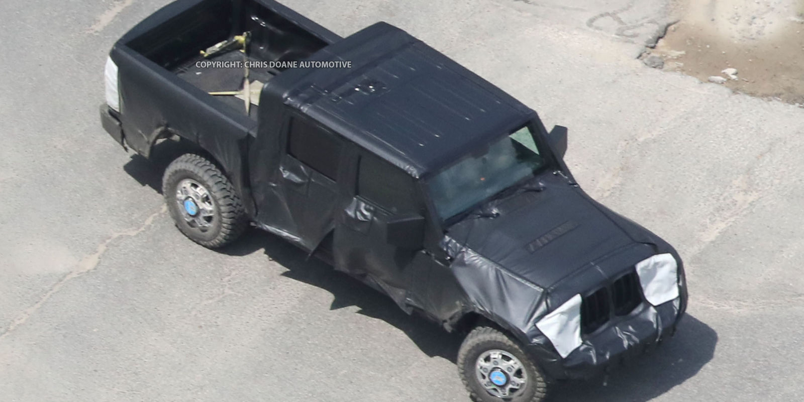 The Jeep Wrangler Pickup Will Debut in Mid-2018, Trackhawk in 2017